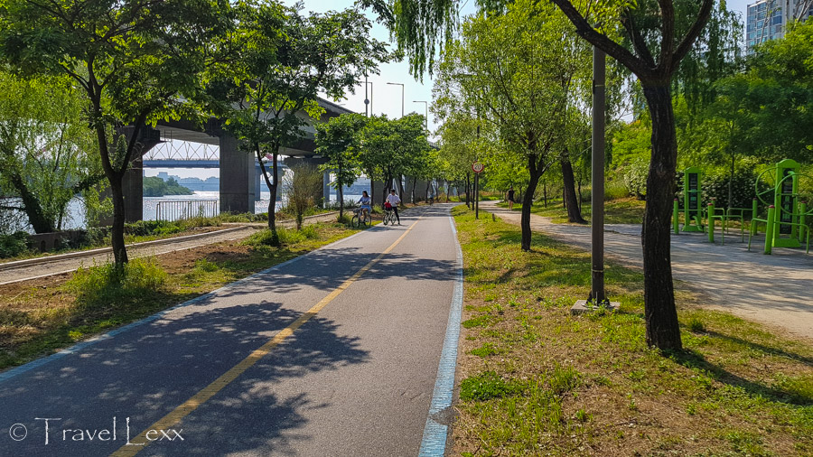 North bank of the River Han - Cycling in Seoul