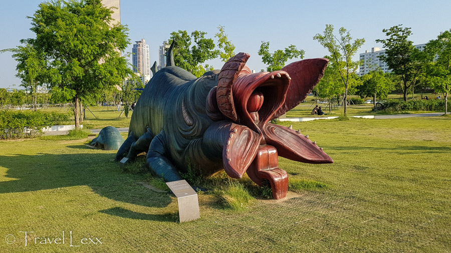 Monster scuplture - Cycling in Seoul