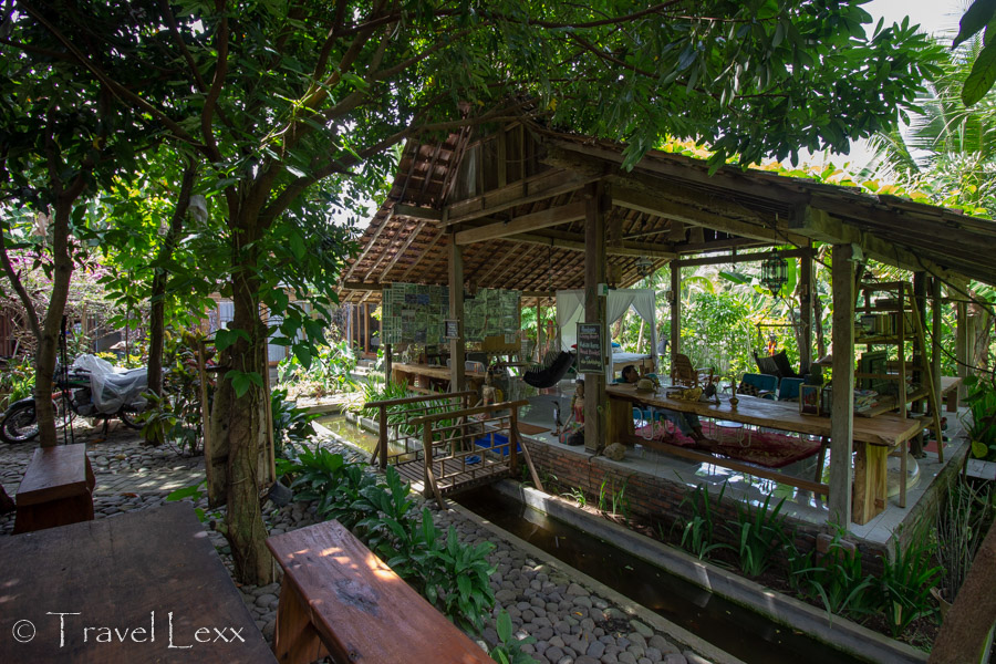 The garden and common area at Didu's Homestay, Banyuwangi