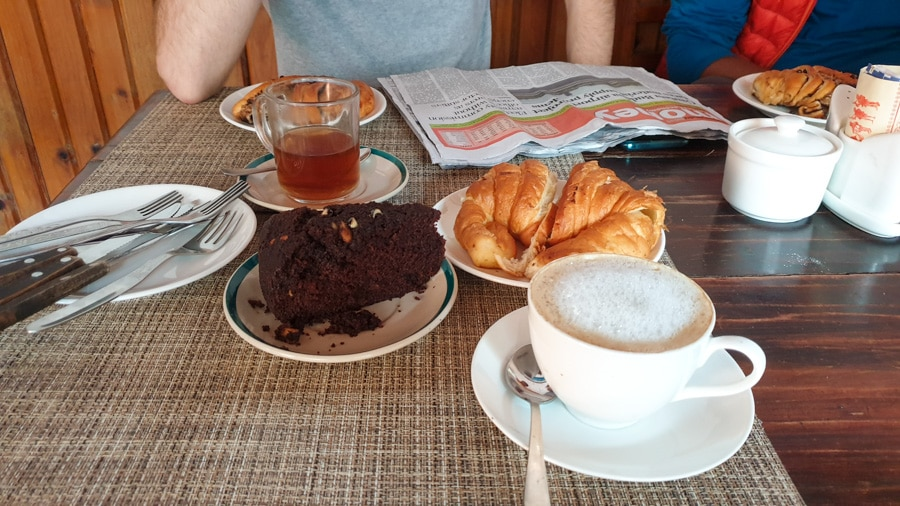 Cakes and drinks on a cafe table