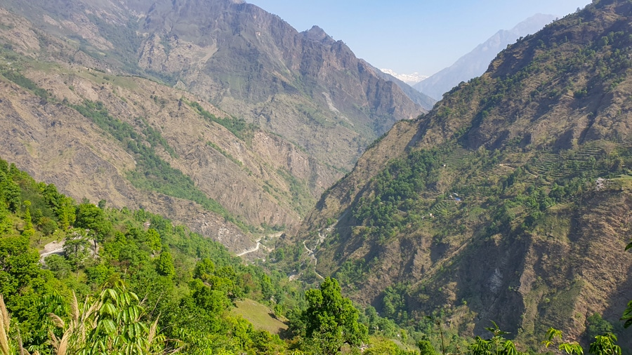A landscape view of mountains and greenery on the trail from Tatopani to Ghorepani