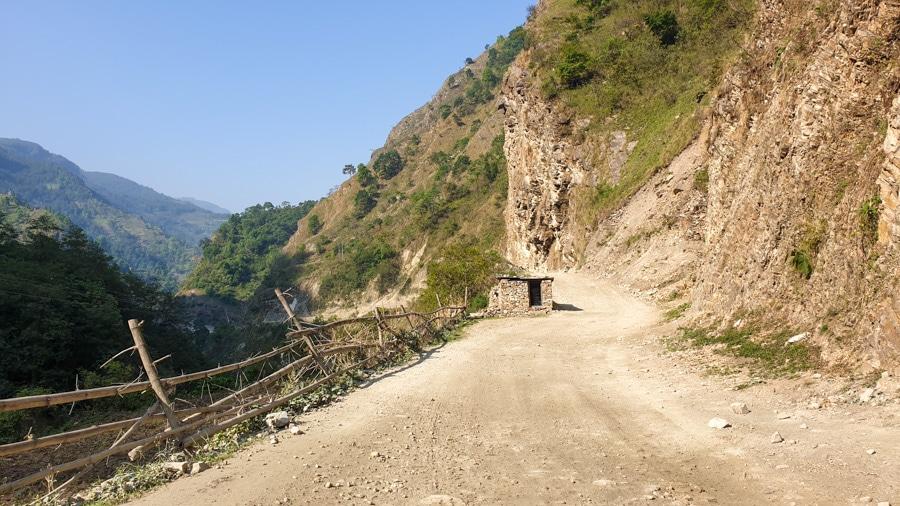 The road from Tatopani to Ghorepani leading past a small hut